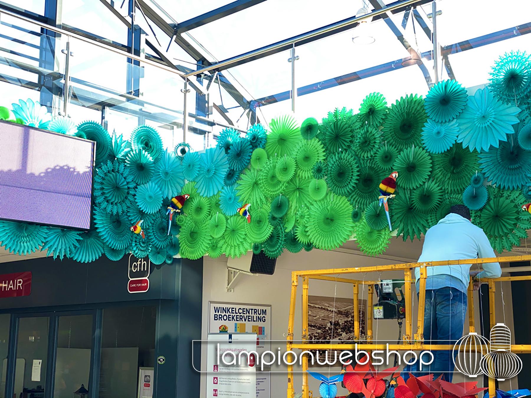 Papieren decoratie winkelcentrum